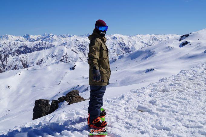 stiff legs on a snowboard